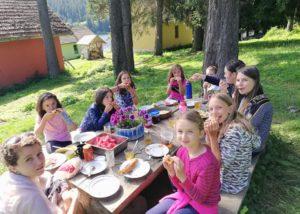 Еди-здравослово-хранене-детски-лагери-джагадамба-