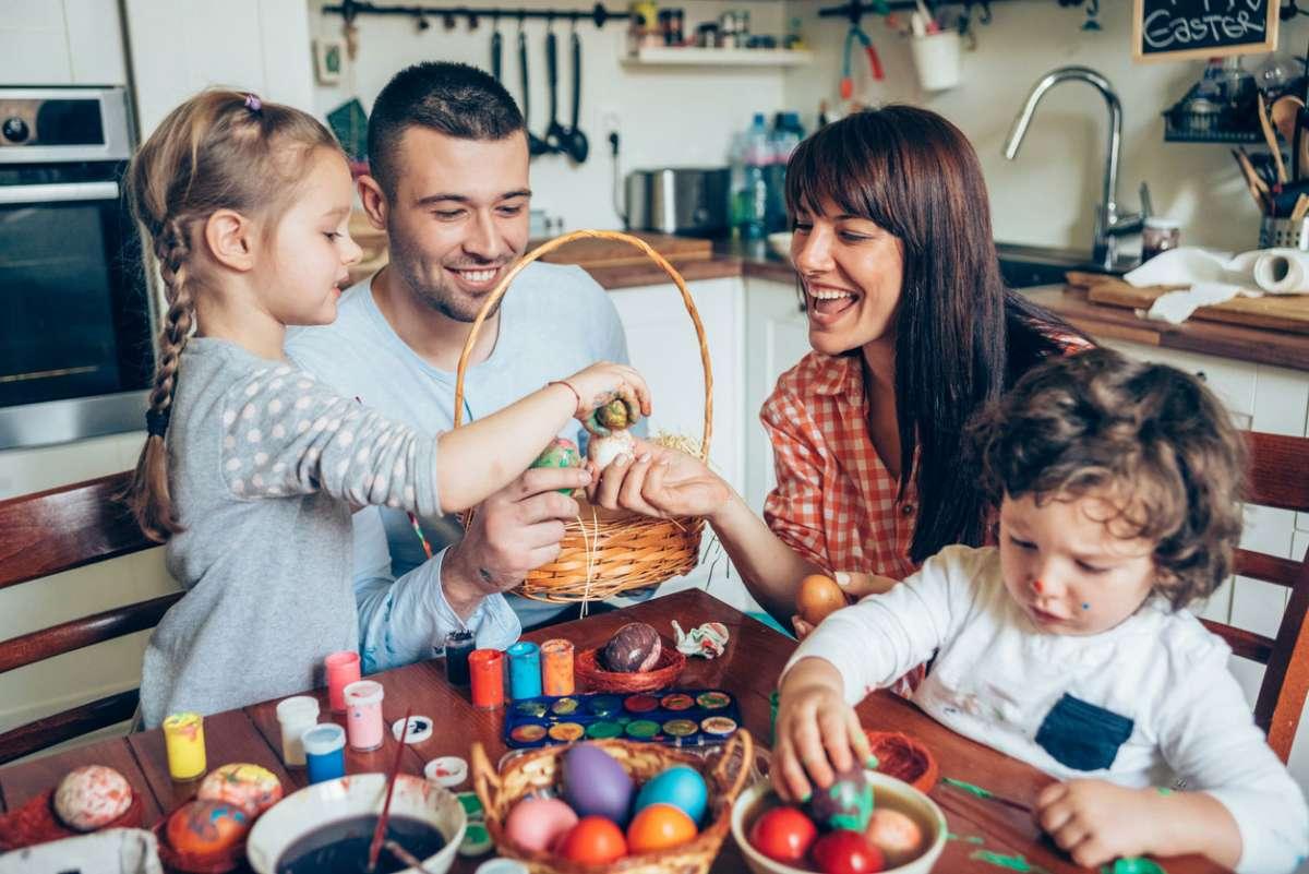 """Семейна тиймбилдинг игра """"Мисия спаси яйцето"""" – игрa за вкъщи"""